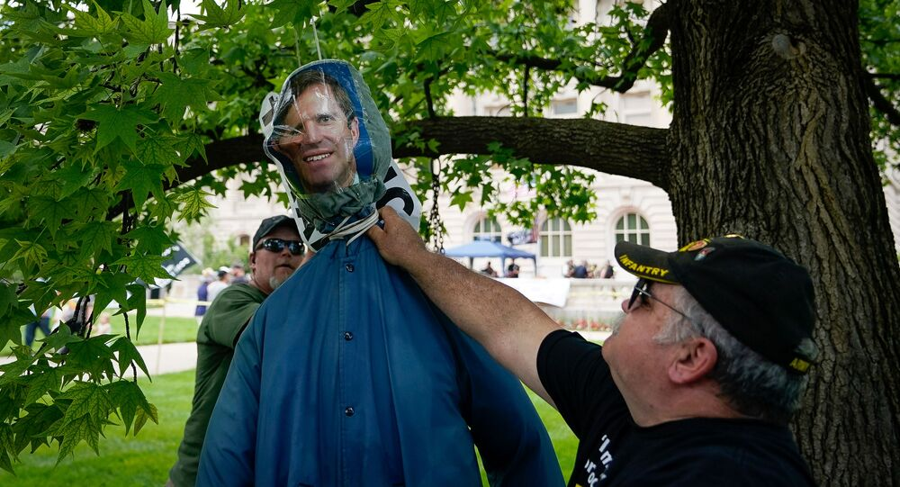Members of the Three Percent Militia hangs an effigy of Kentucky Governor Andy Beshear during a Patriot Day 2nd Amendment Rally in support of gun rights at the State Capitol in Frankfort, Kentucky, U.S. May 24, 2020. REUTERS/Bryan Woolston
