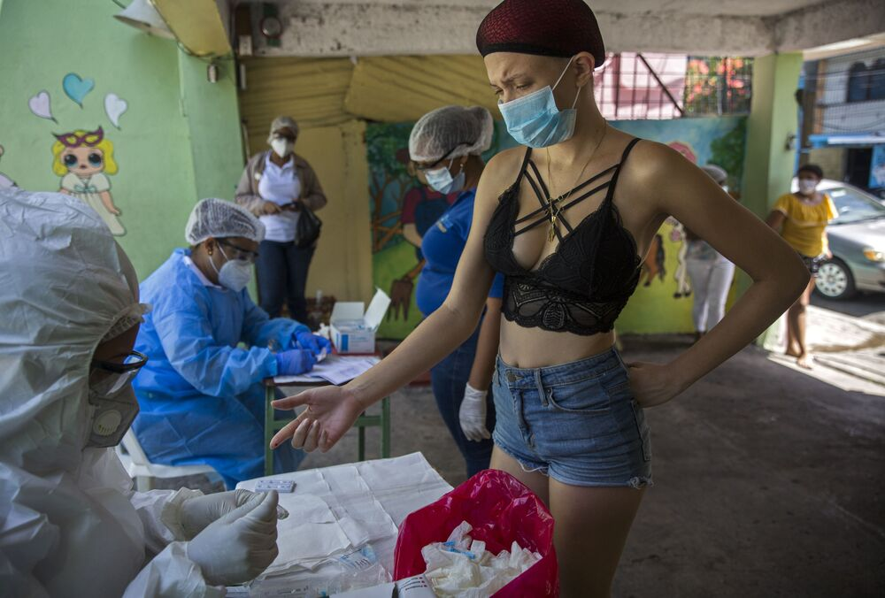A woman has a COVID-19 rapid test done by personnel of the Ministry of Public Health at the 27 de Febrero neighborhood in Santo Domingo, on 25 May 2020. The Dominican Republic has so far reported 15,073 infected people and 460 deaths from the new coronavirus.