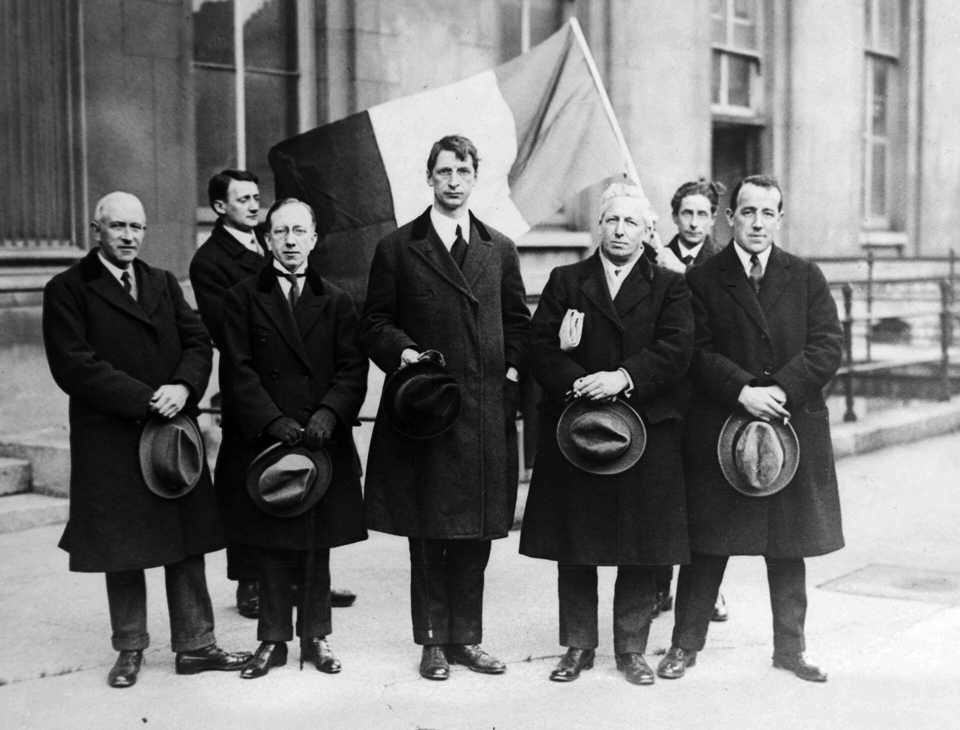 Eamon de Valera (centre) with anti-Treaty allies in Ireland - Sputnik International, 1920, 08.09.2021