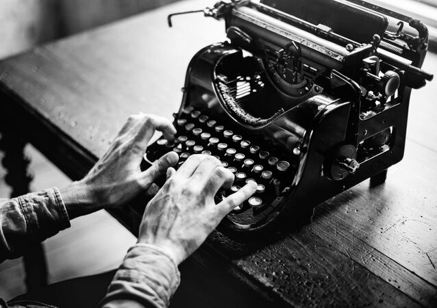 A journalist behind an old fashioned typewriter