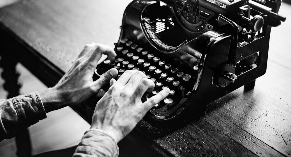 A journalist behind an old fashioned typewriter
