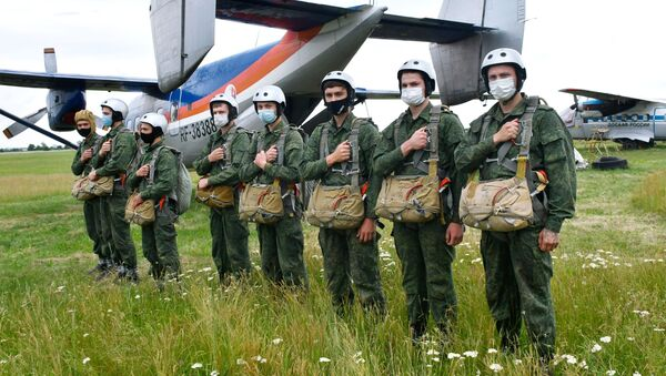 Recruits before their first parachute jump at the Enem airfield of Russia's Volunteer Society for Cooperation with the Army, Aviation, and Navy (DOSAAF) in Krasnodar Territory. - Sputnik International