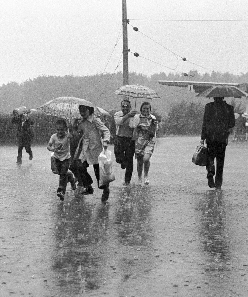 Vintage Photos of Soviet Streets on Rainy Days
