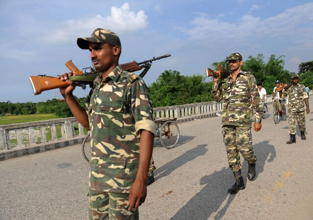 Indian Sashatra Seema Bal (SSB) soldiers patrol on The Mechi River Bridge at Indo-Nepal border at Pantanki some 46 kms from Siliguri on June 6, 2009