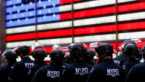 New York Police Department (NYPD) officers are pictured as protesters rally against the death in Minneapolis police custody of George Floyd, in Times Square in the Manhattan borough of New York City, U.S., June 1, 2020. - Sputnik International