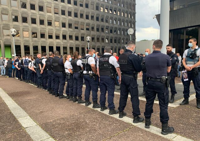 French police protest against Castaner's ban on chokeholds outside a police station on 11 June 2020