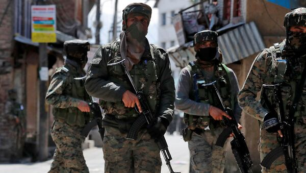 India's Central Reserve Police Force (CRPF) personnel leave after a gun battle with suspected militants, in Srinagar May 19, 2020.  - Sputnik International