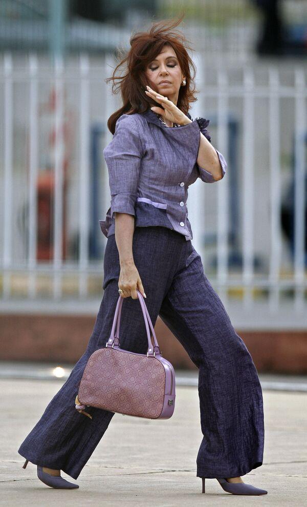 Argentina's former President Cristina Fernandez de Kirchner walks upon her arrival to the heliport near the Casa Rosada presidential house in Buenos Aires on October 30th, 2007 - Sputnik International