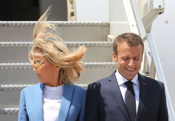 French President Emmanuel Macron and his wife, First Lady Brigitte Macron, arrive at Pierre Elliot Trudeau Airport on June 7, 2018 in Montreal, Canada, ahead of the G7 summit - Sputnik International