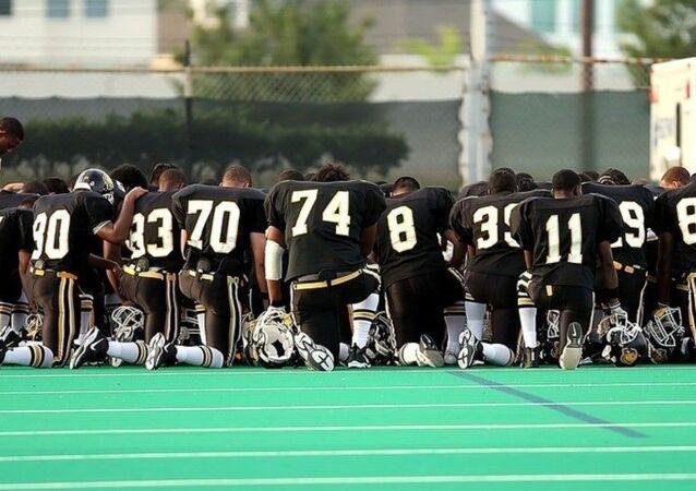 Kneeling  athletes