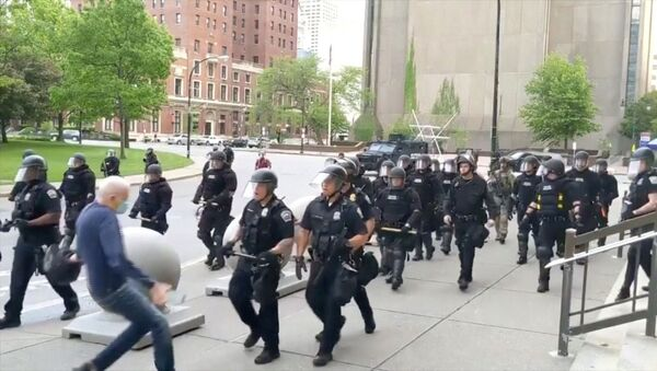 An elderly man falls after appearing to be shoved by riot police during a protest against the death in Minneapolis police custody of George Floyd, in Buffalo, New York, U.S. June 4, 2020 in this still image taken from video.  - Sputnik International