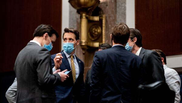 Senator Joshua Josh Hawley (R-MO) talks with a fellow Senator and aides during a Senate Judiciary Committee business meeting to consider authorization for subpoenas relating to the Crossfire Hurricane investigation and other matters on  Capitol Hill in Washington, U.S.,  June 11, 2020 - Sputnik International