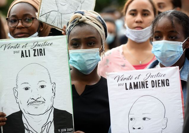 Demonstrators wearing face masks hold placards reading Justice and truth for Ali Ziri and Lamine Dieng in Toulouse, southern France, on 10 June 2020, during a protest against police violence and in memory of late US citizen George Floyd as well as late French citizen Adama Traore. - At least 2,000 people gathered on the evening of June 10 near Place du Capitole in downtown Toulouse.