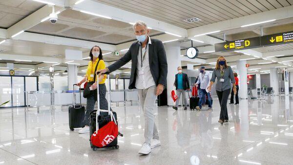 Passengers arrive at Palma de Mallorca Airport, as Spain officially reopens the borders amid the coronavirus disease (COVID-19) outbreak, in Palma de Mallorca, Spain June 21, 2020. - Sputnik International