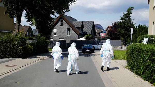 Members of a mobile testing unit of the German Army and German Red Cross arrive to test residents for the coronavirus disease (COVID-19), following an outbreak of the disease at Toennies meat factory, where employees remain under lockdown, in Guetersloh, Germany, June 22, 2020. - Sputnik International