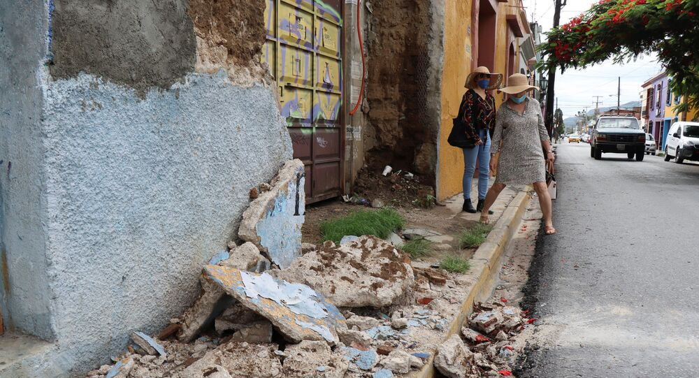 Building damaged during a quake in Oaxaca