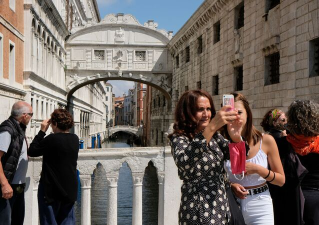 Tourists are seen by the Bridge of Sighs a day before Italy and neighbouring EU countries open up borders for the first time since the coronavirus disease (COVID-19) outbreak hit the country, in Venice, Italy June 14, 2020.