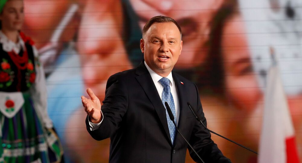 Poland's Duda leads in 1st round of presidential election