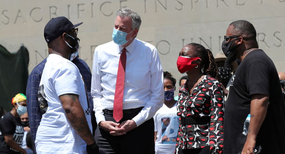 Terrence Floyd (L) George Floyd's brother, speaks with New York City Mayor Bill de Blasio as they attend a public memorial after the death in Minneapolis police custody of George Floyd in the Brooklyn borough of New York City, New York, U.S., June 4, 2020.