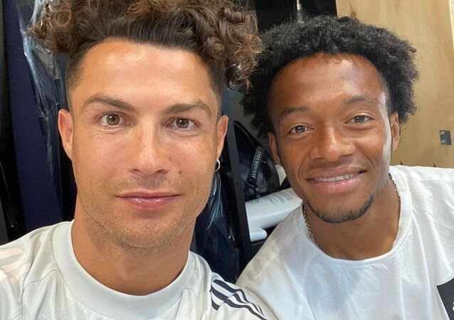 Cristiano Ronaldo showing off his new hairstyle