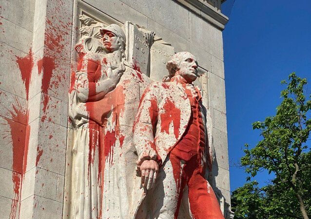 George Washington monument in Manhattan vandalized with red paint