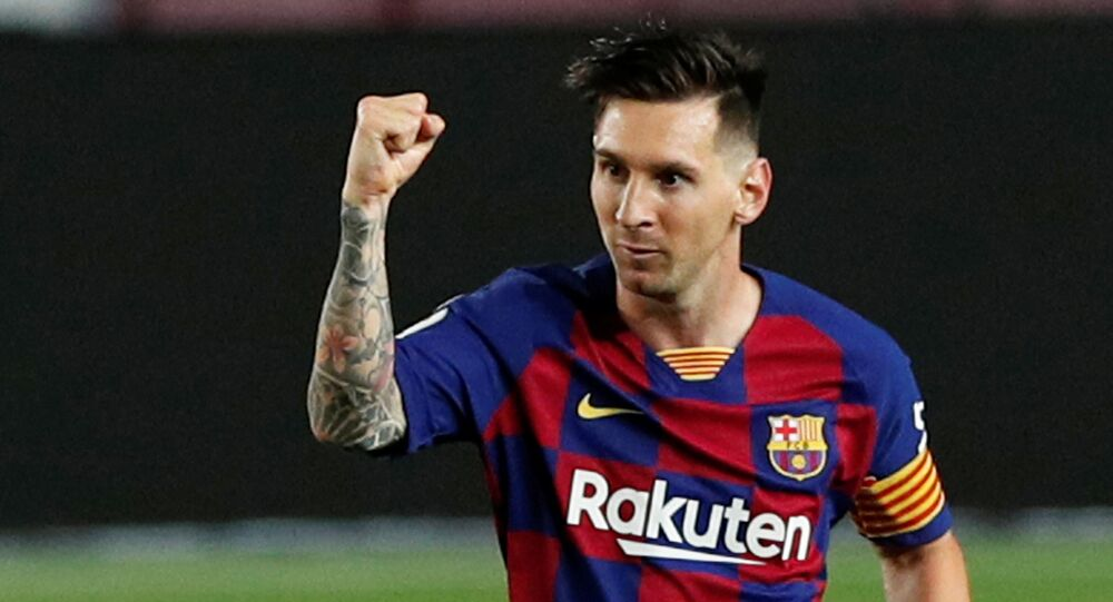 King Lionel Messi - Fans Laud The FC Barcelona Great After After 700th