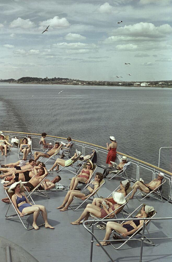 International Bikini Day Erasing Borders: Stunning Soviet Beauties Enjoying Summertime in Swimsuits