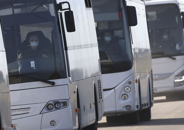 Drivers buses carrying French passengers, wear a mask (File)