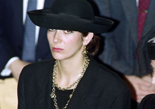 British press magnat Robert Maxwell's daughter Ghislaine (C) attends the funeral serice for burial on the Mount of Olives of his father on November 10, 199