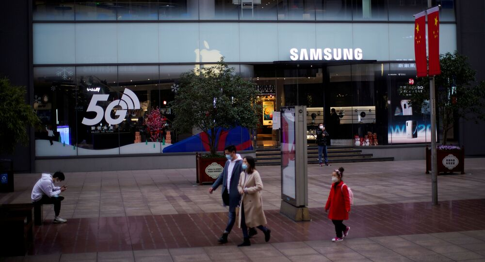 People wears masks in front a Samsung Store at a main shopping area as the country is hit by an outbreak of the new coronavirus in downtown Shanghai, China February 21, 2020