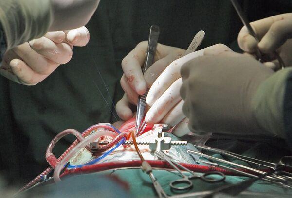 Belgian surgeons implant heart muscle made from bone marrow  - Sputnik International