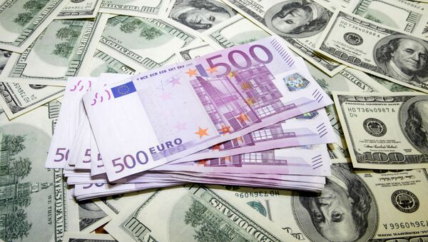 The European currency is steadily declining against the dollar, fueling international concerns of possible spillover effects of the ongoing readjustment in global economy. - Sputnik International