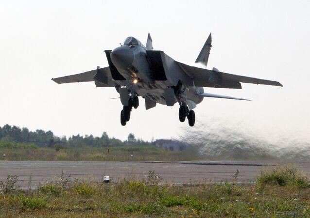 Russia's MiG-31 Escorts US Air Force Patrol Aircraft Over Barents Sea