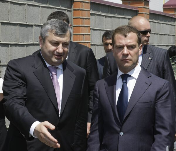 Dmitry Medvedev and Eduard Kokoity - Sputnik International