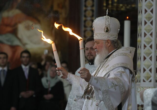 Patriarch Kirill of Moscow and All Russia handed the Holy Fire delivered from Jerusalem to all those thousands of faithful gathered at Moscow's Christ the Savior Cathedral on the Easter Night