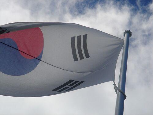 S.Korean president urges N.Korea to resume negotiations
