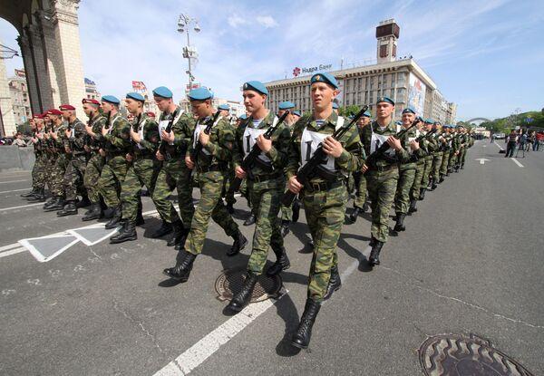 Ukrainian president demands sunshine on Victory Day  - Sputnik International