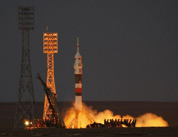 Russia's Soyuz spacecraft blasts off for half-year space mission - Sputnik International