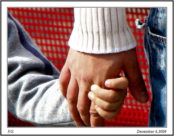 Russia to Treat Child Adoption for Cash as Trafficking - Sputnik International