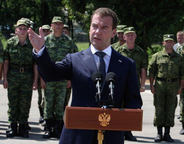 Medvedev visits Russian military base in Abkhazia - Sputnik International