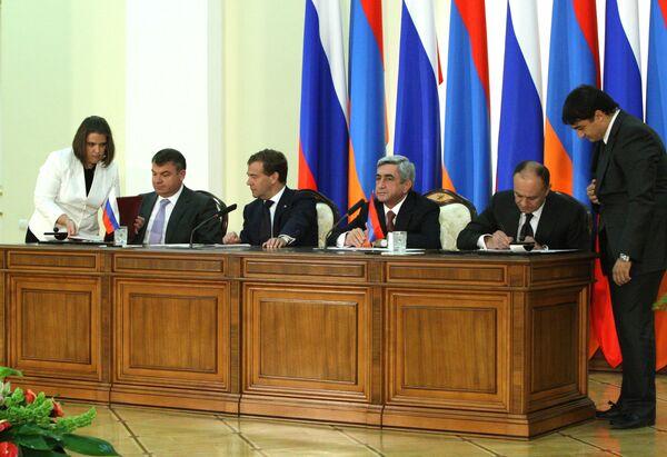 Russia extends lease on military base in Armenia through 2044 - Sputnik International