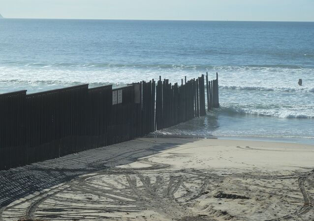 U.S.-Mexican border: 3,000 km of chaos
