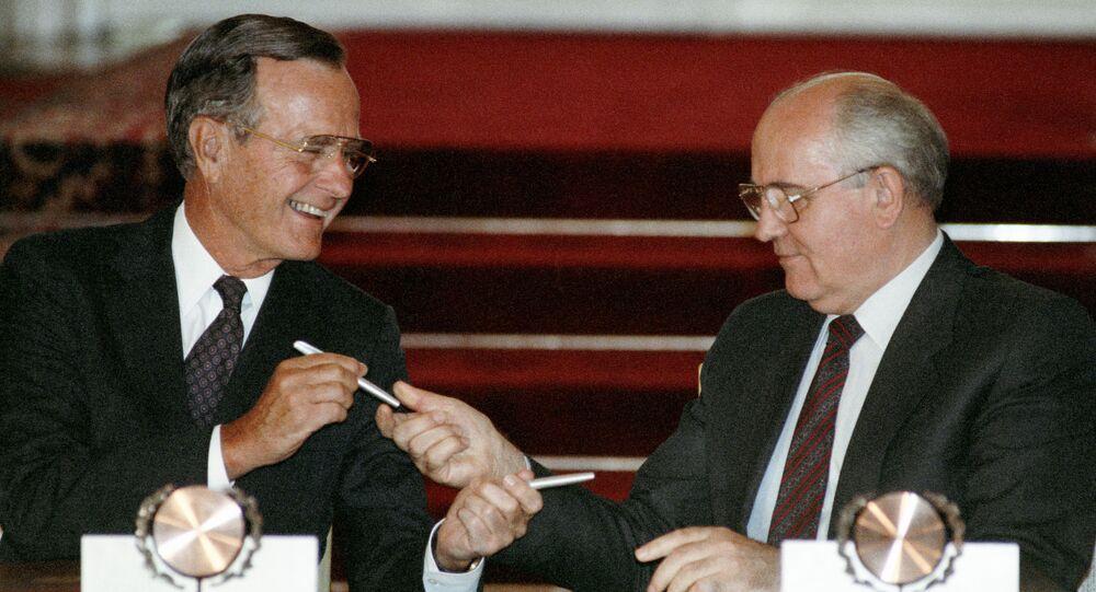 Джордж Буш и Михаил Горбачев