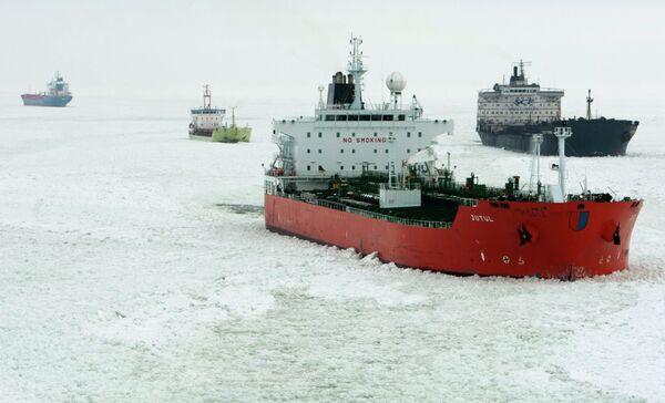 Over 120 ships stranded in heavy ice in Gulf of Finland - Sputnik International