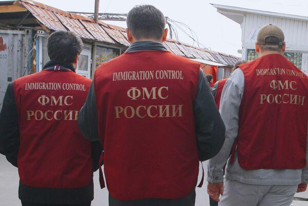 Police Find Ostriches, Immigrants in Underground Russian Factory - Sputnik International