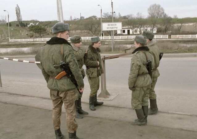SOLDIERS PATROLLING BENDERY