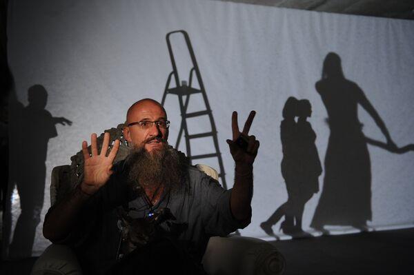 Oleg Kulik preparing an installation for the Biennale of Contemporary Art - Sputnik International