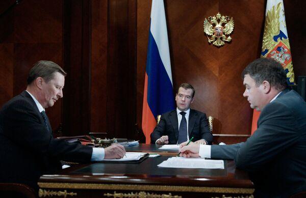 Russian President Dmitry Medvedev at a meeting with Deputy Prime Minister Sergei Ivanov and Defense Minister Anatoly Serdyukov - Sputnik International