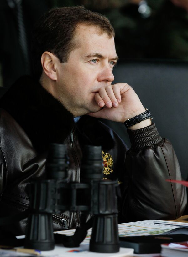 Russian President Dmitry Medvedev urged on Monday an increase in the number of contract servicemen in the country's armed forces. - Sputnik International
