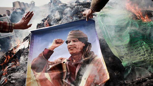The picture of Muammar Gaddafi being burned - Sputnik International